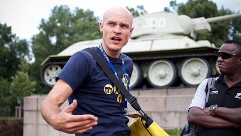 Tour guide talking in front of a tank in Berlin