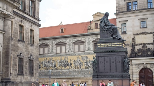 A bronze state in a square in Dresden