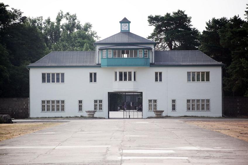 Åpne bilde 7 av 7. Sachsenhausen Concentration Camp Memorial Full-Day Tour