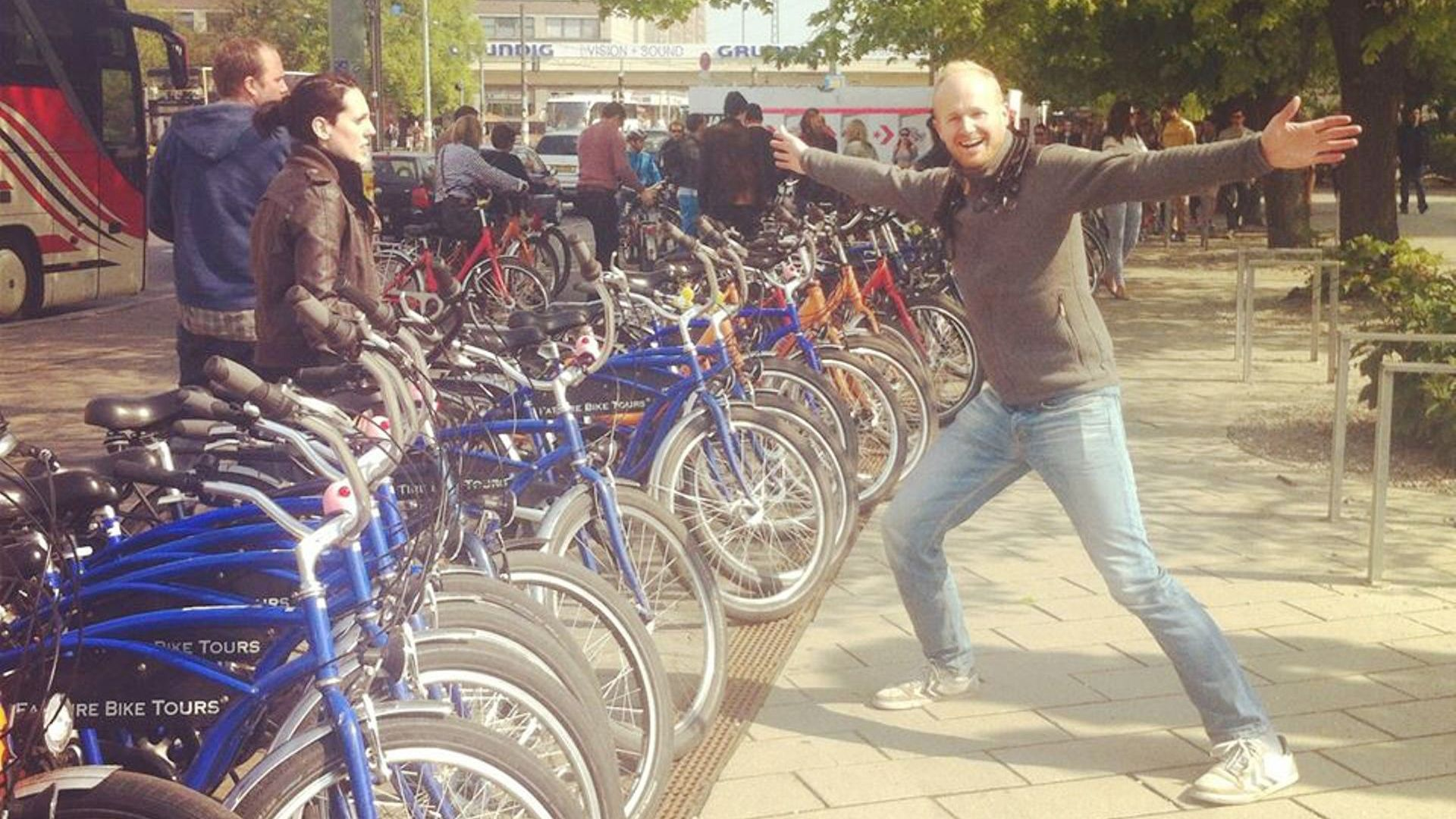 People standing with their bikes in Berlin