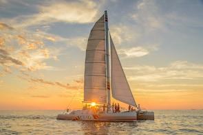 Segeln in den Sonnenuntergang vor Key West mit Champagner