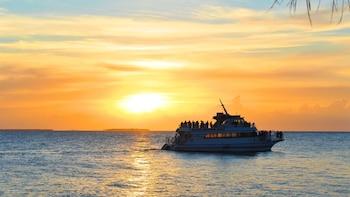 Bootsfahrt bei Sonnenuntergang und Eco Tour mit dem Glasbodenboot