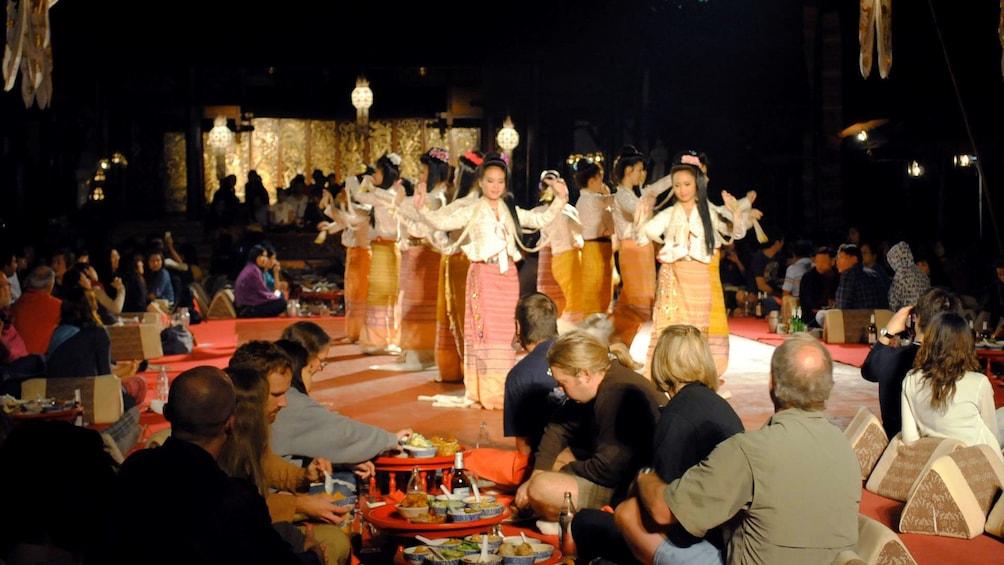 Apri foto 3 di 5. Performers in dinner show in Chiang Mai