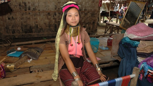 woman with coiled neck in chiang rai