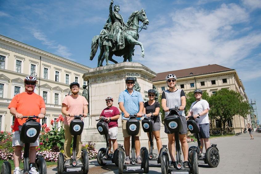 Foto 5 von 14 laden Munich City Segway Tour
