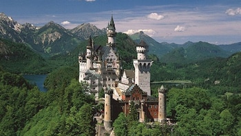 Royal Castles-Fast track Neuschwanstein & Linderhof Palace