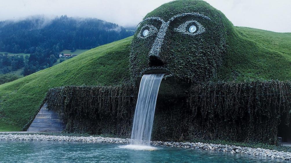 Foto 1 von 7 laden Unique garden foundtain in the Alps