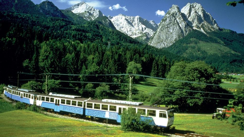 Foto 1 von 5 laden Train tour through Zugspitze, Germany