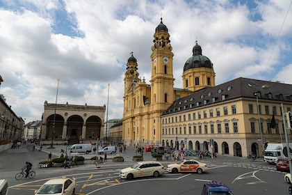 Feldherrenhalls & Theatinerkirche.jpg
