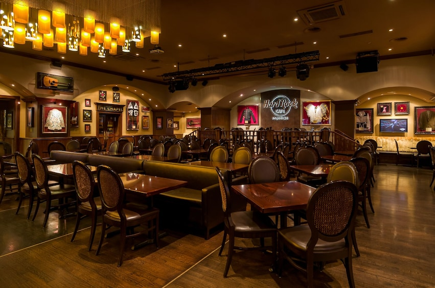 Ver elemento 4 de 10. Hard Rock Cafe Munich Dining with Priority Seating