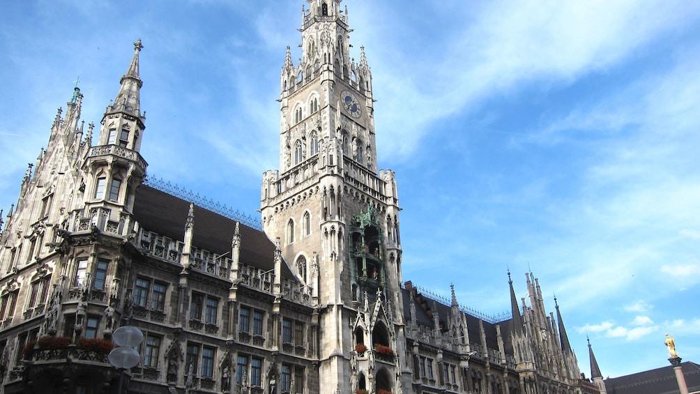 Öppna foto 5 av 5. Gothic building in Marienplatz
