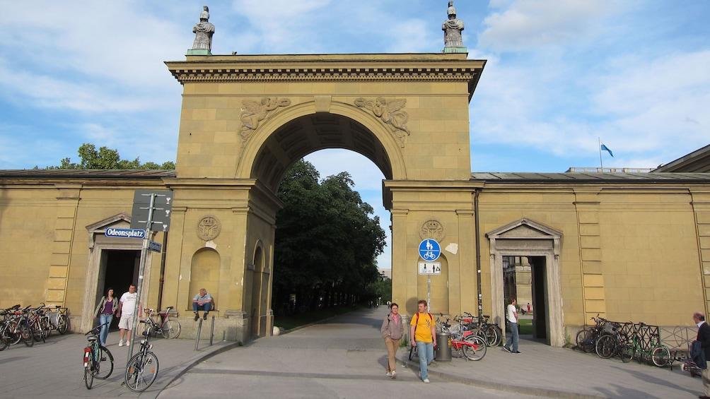 Ver elemento 2 de 5. Arch way in Munich