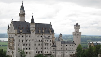Skip-the-Line Neuschwanstein Castle Tour by train or bus