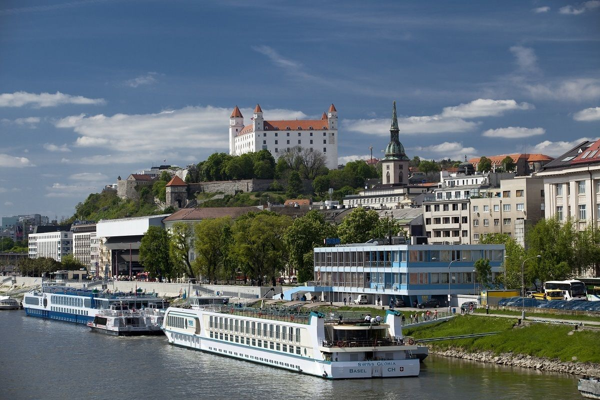 Danube riverbank 1200.jpg