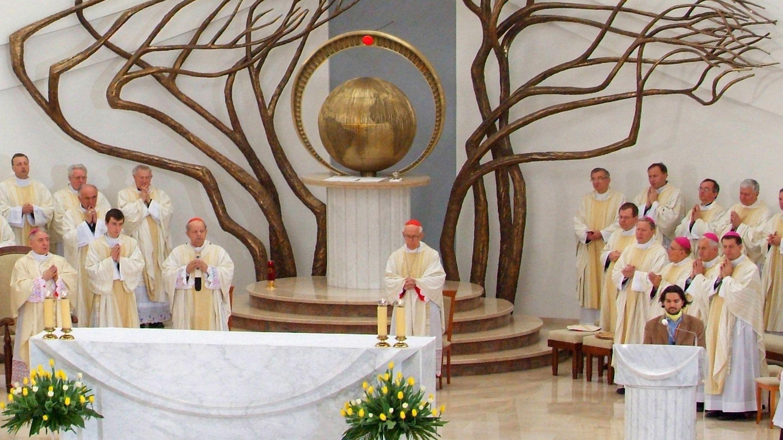 Mass on the John Paul II Half-Day Tour in Poland