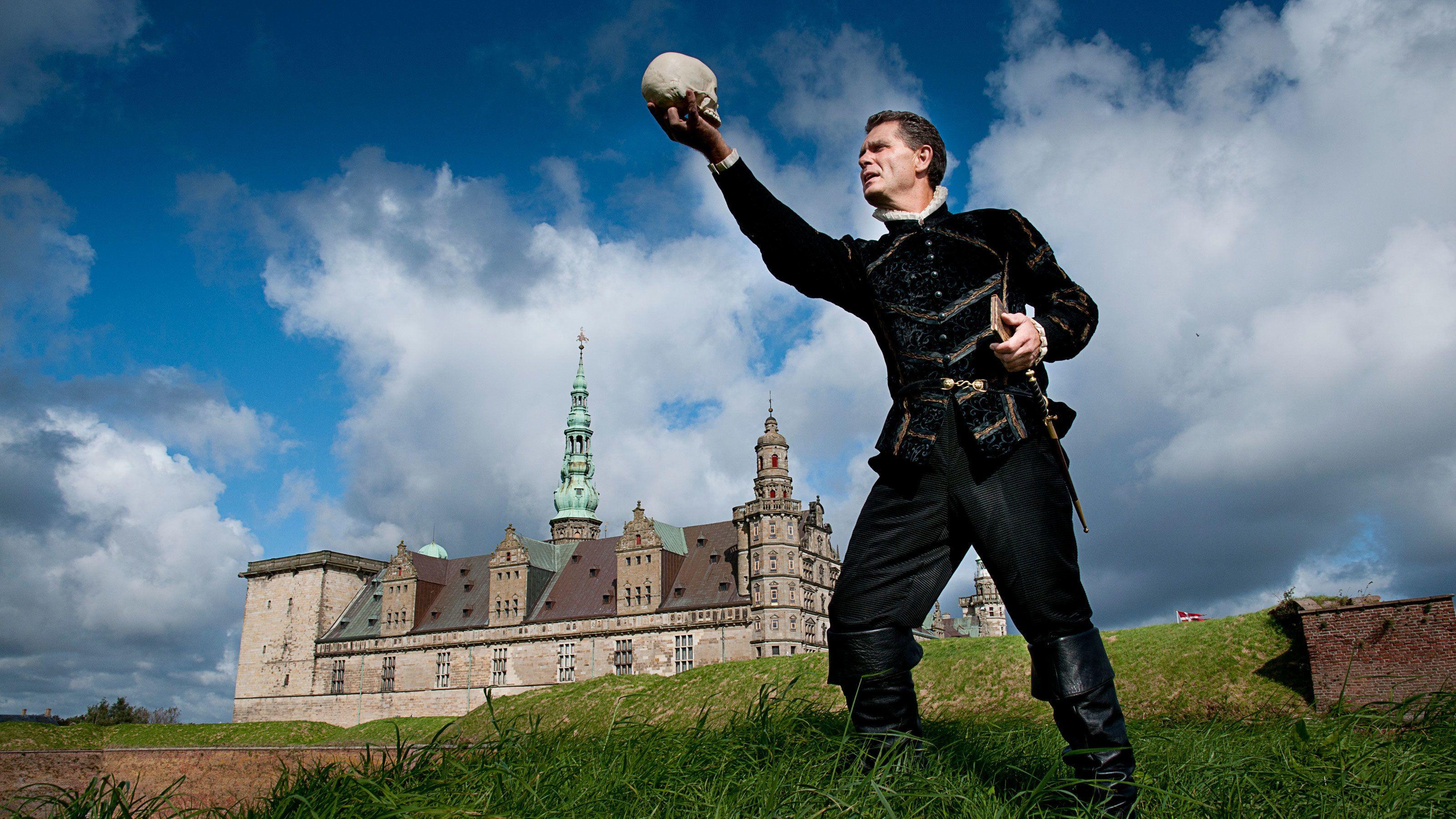 Visiting the Kronborg Castle from Shakespeare in Copenhagen