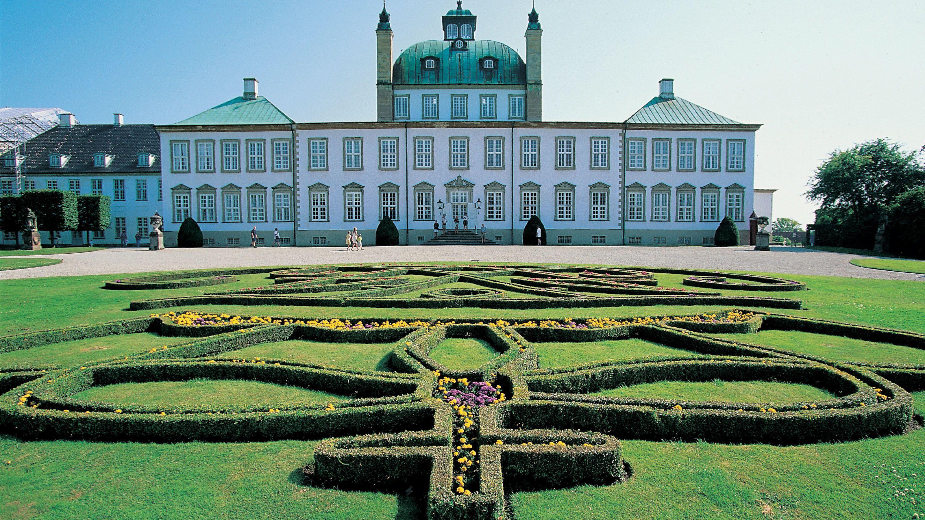 Cured garden outside of the palace in Copenhagen