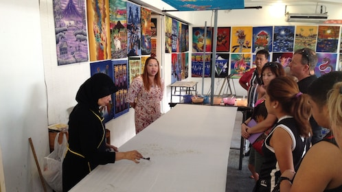 Tour guide talking about artworks in Kuala Lumpur