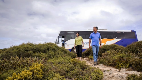 People walking away from a tour bus on Kangaroo Island
