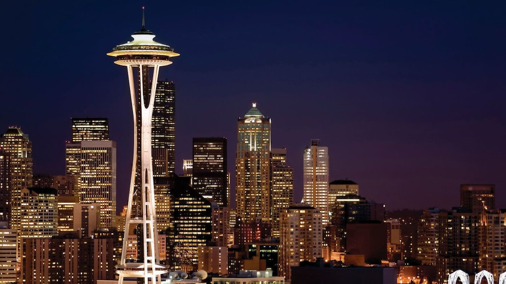 Carregar foto 2 de 10. Space needle at night in Seattle