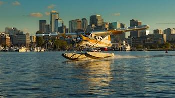 Schilderachtige vlucht in watervliegtuig boven Seattle