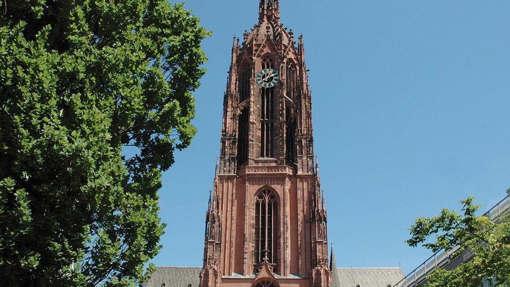 Ver elemento 4 de 5. clock tower in Frankfurt