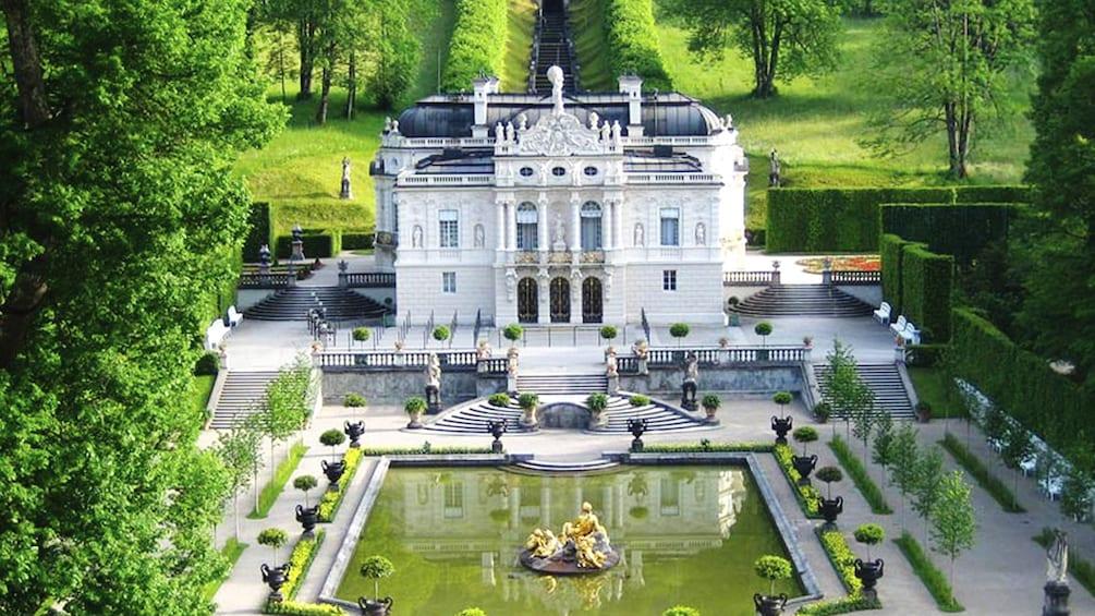 Foto 2 von 5 laden castle in Frankfurt