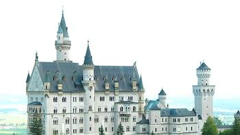 Fast-track Neuschwanstein Castle & Linderhof Palace Day Tour