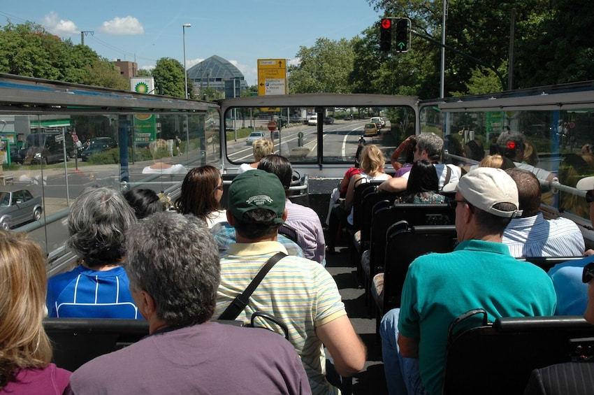 Öppna foto 4 av 7. Frankfurt Hop-On Hop-Off Tour
