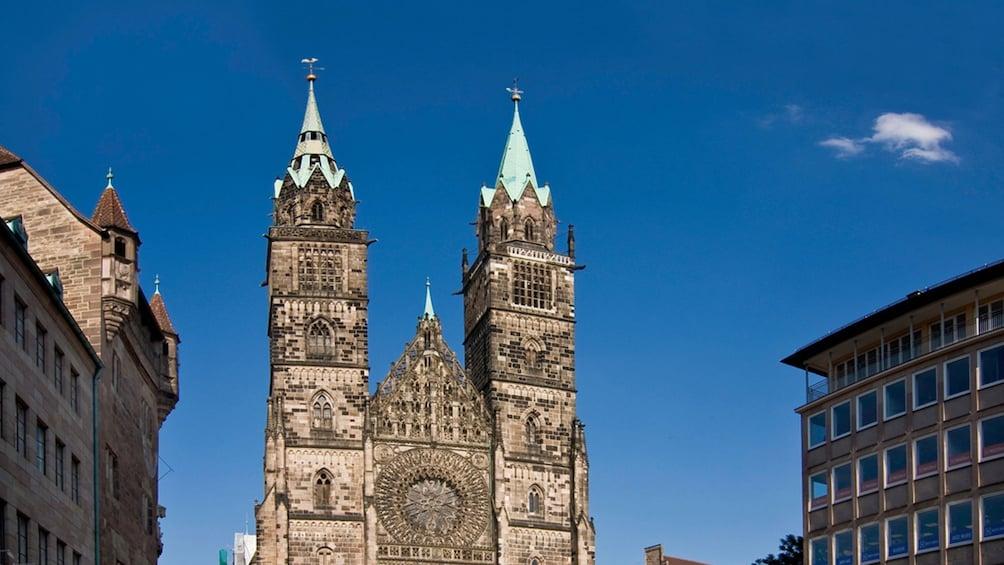 Foto 2 von 5 laden ornate building in Frankfurt