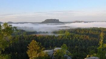 Foto 5 von 5 laden Foggy landscape in Saxon Switzerland