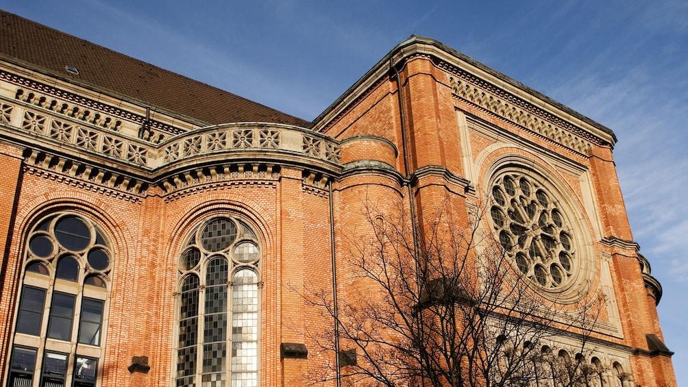 Foto 5 von 5 laden Intricate windows of an old building in Dusseldorf