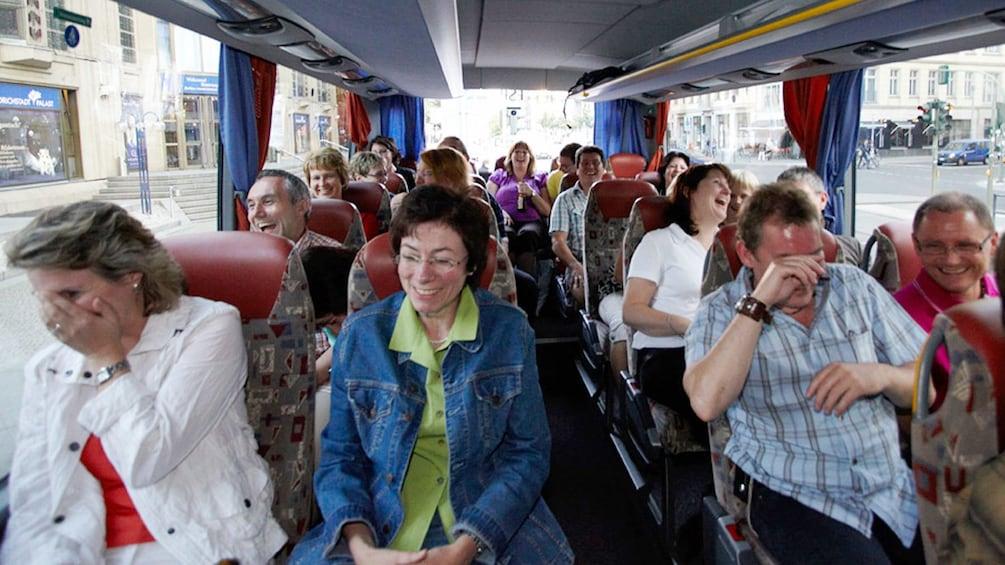 Foto 3 von 6 laden interior of comedy tour bus in hamburg