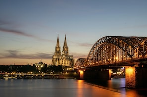 Cologne Walking tour with a Visit to world famous Cathedral