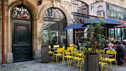 Outdoor seating area in Lyon