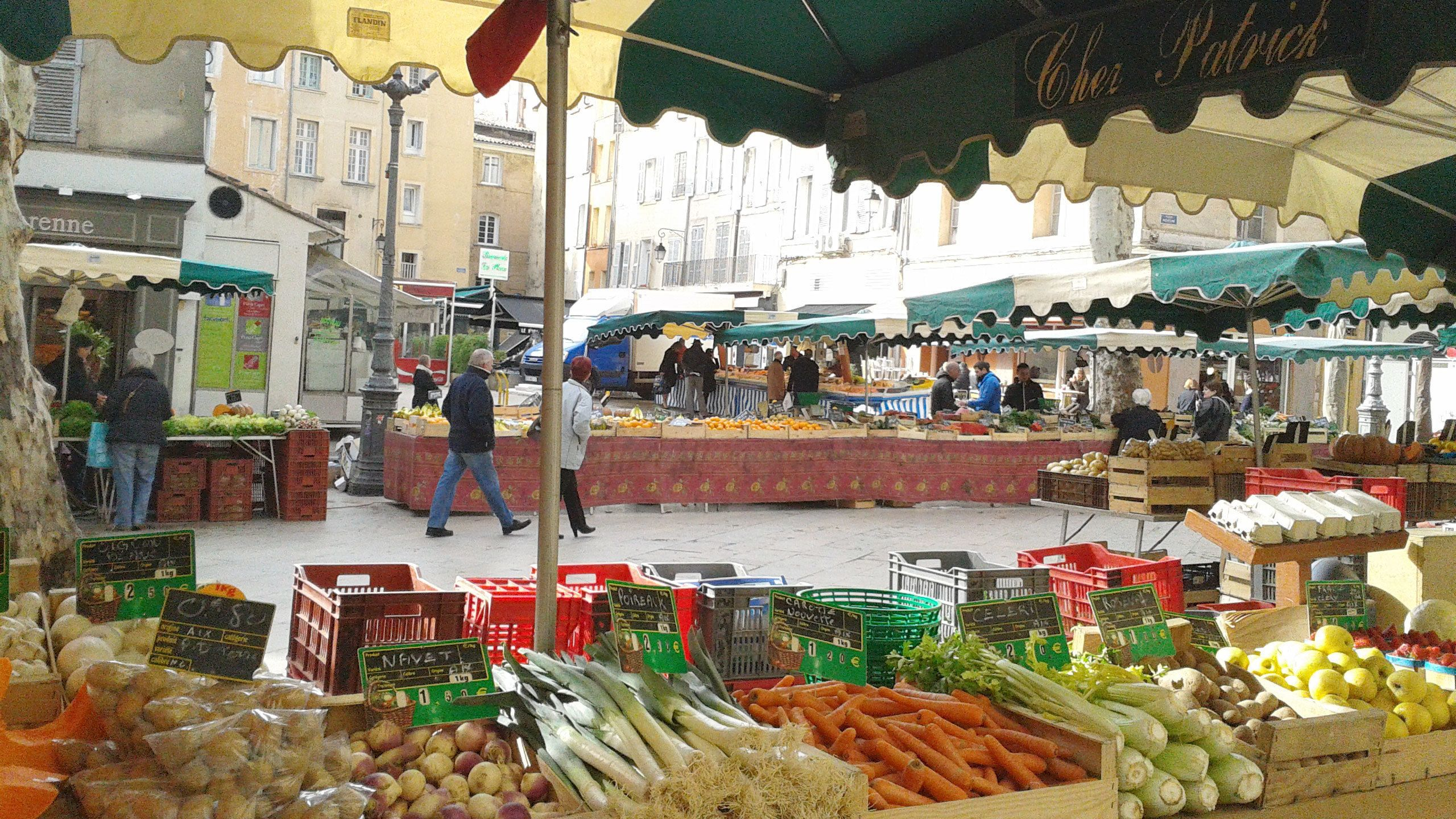 Night view of the street produce market in Aix-en-Provence