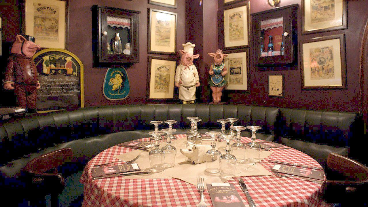 Table inside Aux Trois Cochons Restaurant