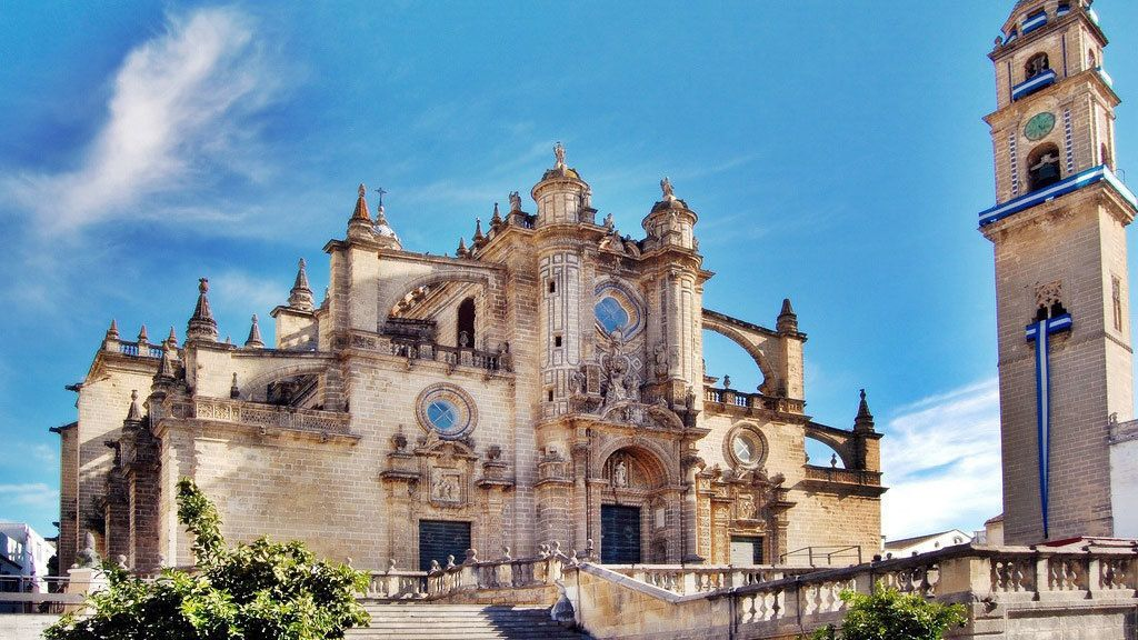 Jerez & Cadiz. Wine, Horses & Light Tour from Seville