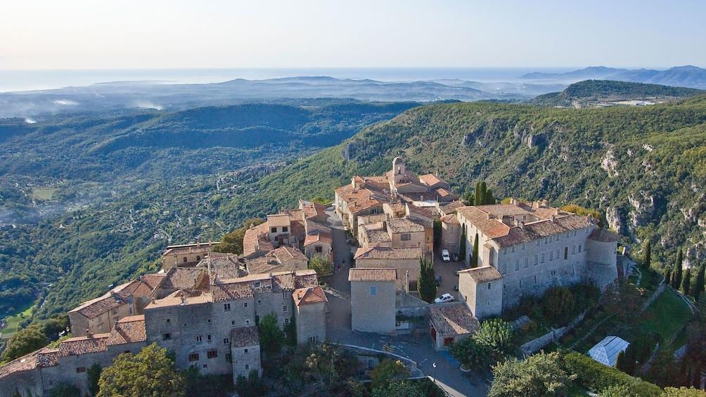 Foto 5 von 5 laden Aerial view of the village in St. Paul de Vence