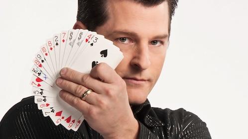 Magician Greg Frewing performing card tricks in Niagara Falls
