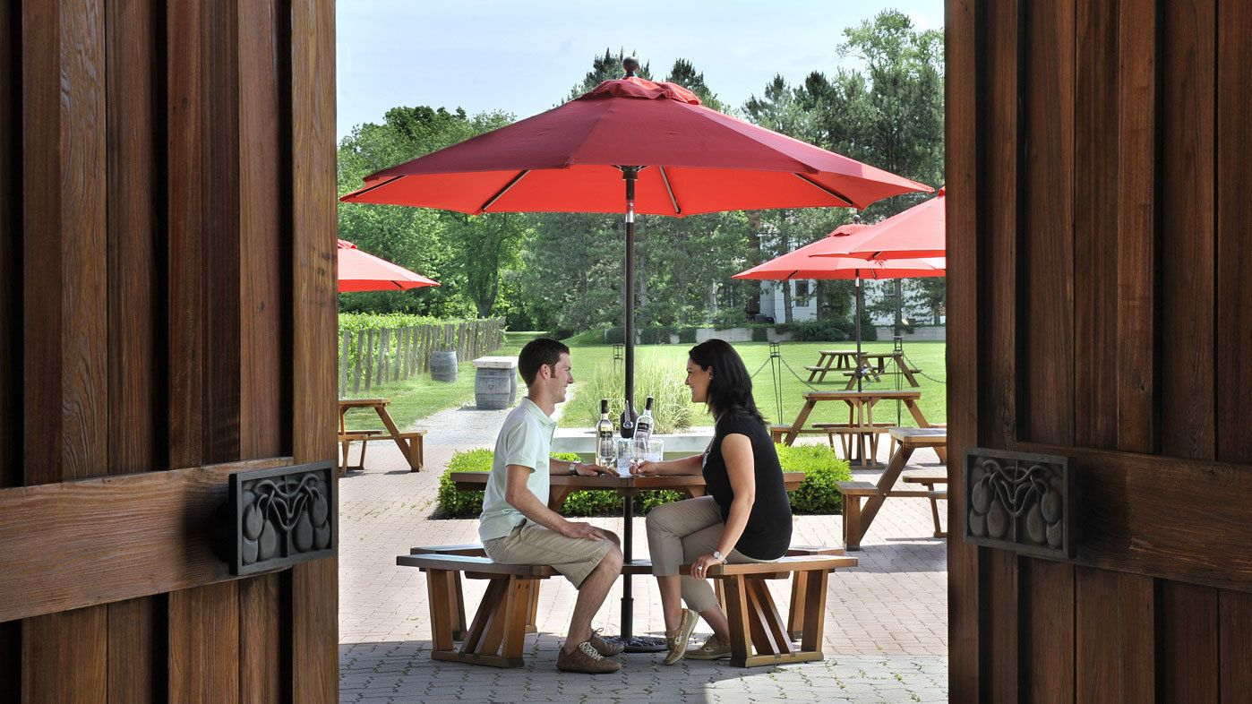 Enjoying wine outdoors at Niagara Falls