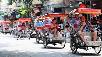 Cyclo Ride with Lunch or Dinner in Vietnamese Restaurant