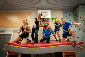 An old-fashioned gym class at ApenkooiGym