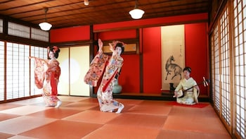 Winter Special,Maiko Dance at Somaro Teahouse Taxi plan C