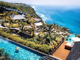 The Edge Bali Spa with Tropical Floating Breakfast
