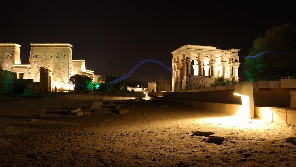 Foto 1 von 5 laden Light show at Philae Temple in Aswan