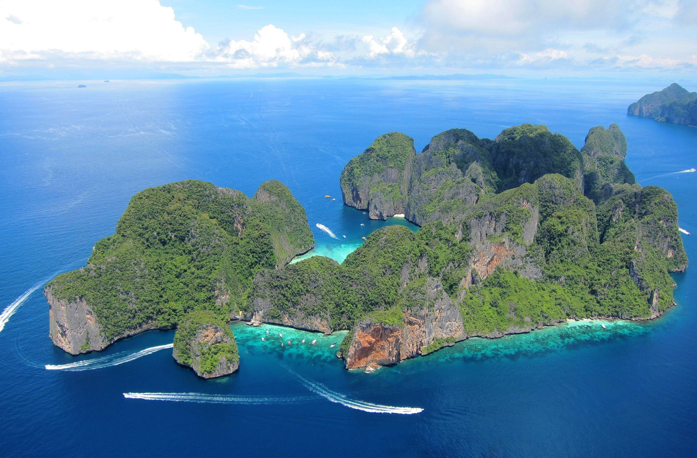 Phi Phi Islands by Ferry with Snorkelling, Lunch & Transfers