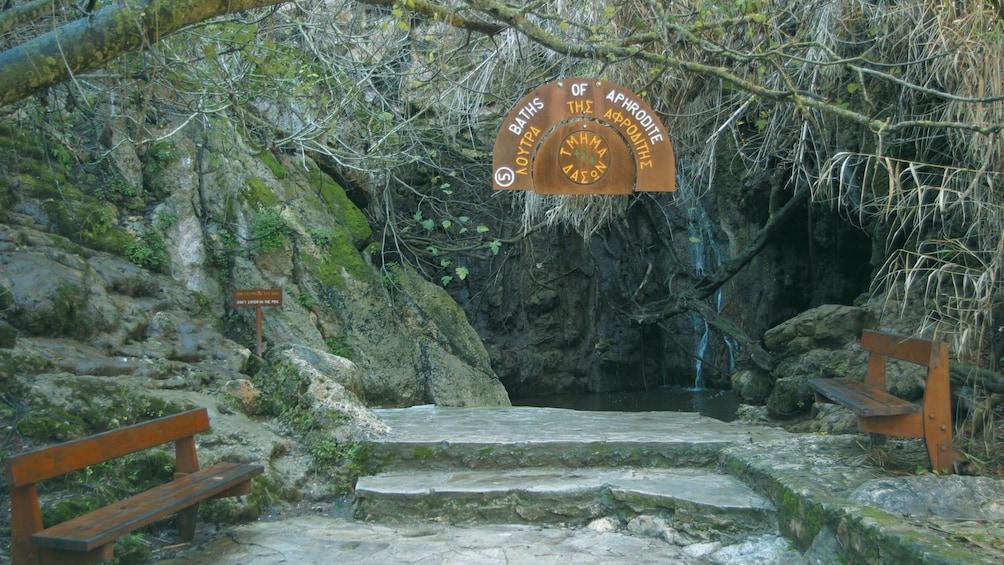 Foto 2 von 8 laden Entrance to the Bath of Aphrodite in Cyprus