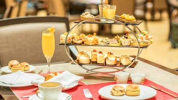 High Tea at The Fullerton Hotel Singapore & Historic Half-Day Tour
