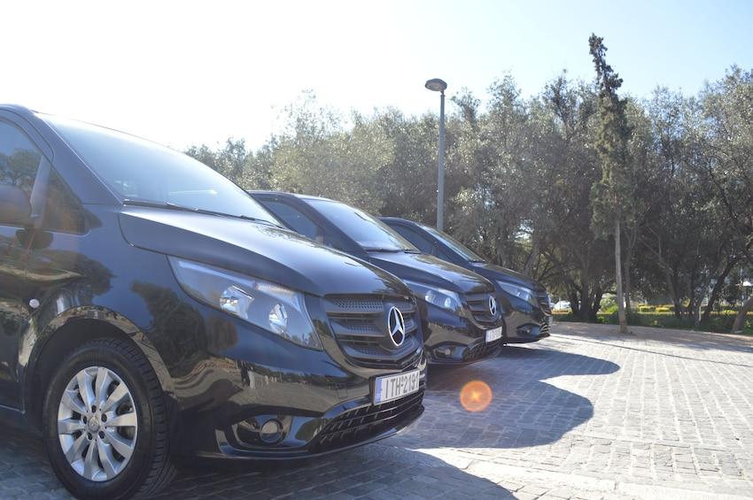 Ver elemento 1 de 2. Private Minivan: Piraeus Port